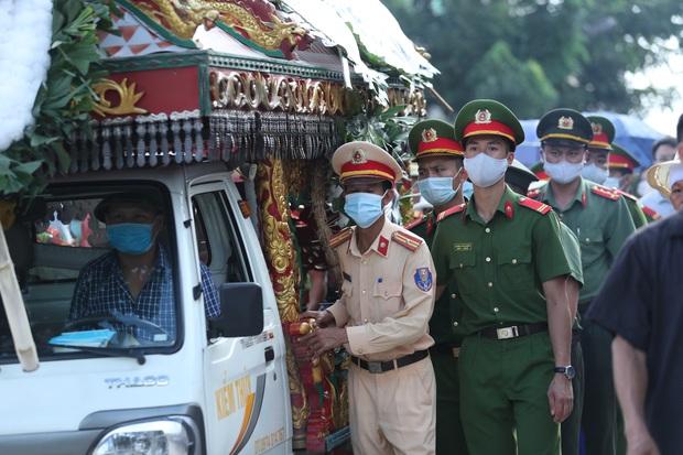 Vụ chiến sĩ CSCĐ bị tông tử vong: Khởi tố tài xế và chủ xe khách tội Giết người - Ảnh 2.