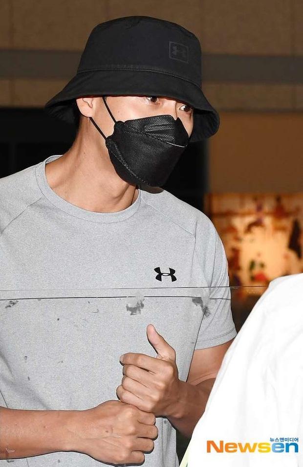 Hyun Bin - Son Ye Jin dính tin đồn đã đính hôn vì 1 chi tiết nhỏ ở ảnh sân bay, thực hư là gì? - Ảnh 4.