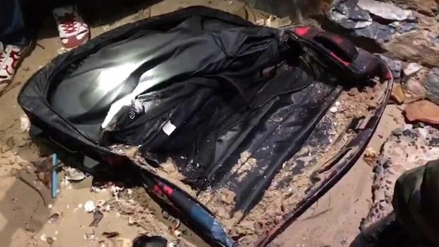 Chiếc vali màu đen chứa thi thể người bất ngờ được phát hiện ở bãi biển, hé lộ tội ác và bộ mặt thật của ông chồng tàn độc - Ảnh 2.