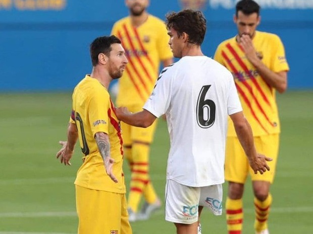 Accompanied by the extreme, Messi was angry with the unknown player - Photo 2.