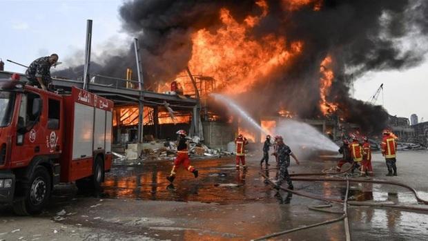 Lại thêm một vụ cháy lớn chưa rõ nguyên nhân xảy ra tại cảng Beirut (Lebanon)  - Ảnh 1.