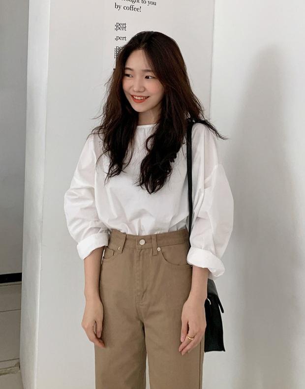 Áo blouse trơn màu đúng là chân ái của nàng công sở, có đến 10 cách diện sang xịn hết cỡ - Ảnh 2.