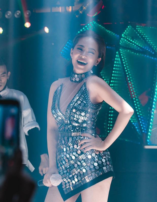 Nhóm H.A.T ngày ấy bây giờ: Phạm Quỳnh Anh ngày càng gợi cảm, nhưng gây choáng nhất là nhan sắc tuổi U40 của cô bạn cùng tên - Ảnh 13.