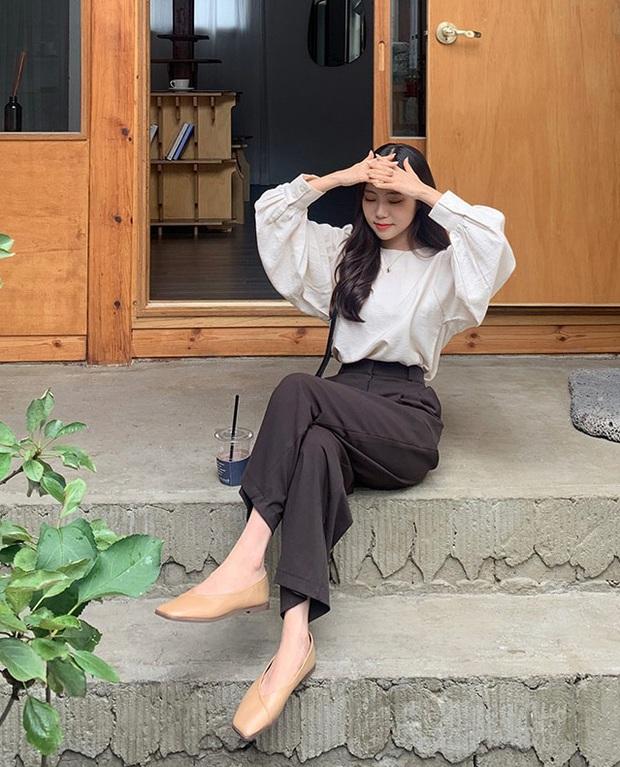 Áo blouse trơn màu đúng là chân ái của nàng công sở, có đến 10 cách diện sang xịn hết cỡ - Ảnh 4.