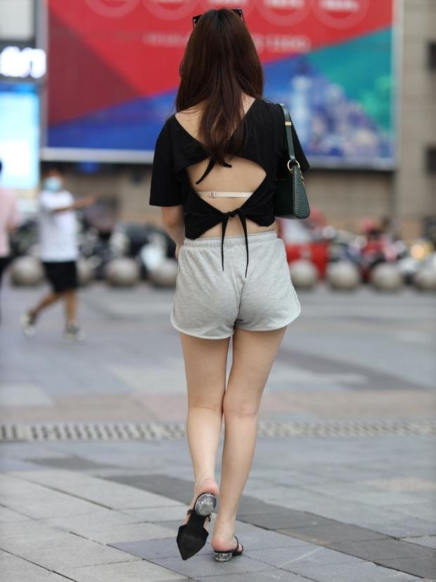 Chỉ 1 bức ảnh là đủ để thấy chị em chọn sai nội y thì có mặc đẹp cũng âm điểm phong cách - Ảnh 4.