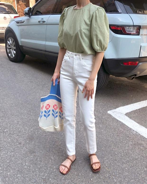 Áo blouse trơn màu đúng là chân ái của nàng công sở, có đến 10 cách diện sang xịn hết cỡ - Ảnh 5.