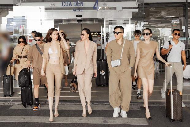 Chưa hết nổi loạn, Ngọc Trinh diện bikini giữa sân bay: Khoe vòng 1 nóng hừng hực, team qua đường cũng phải dán mắt - Ảnh 8.