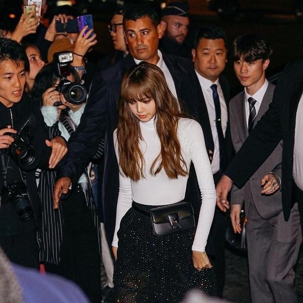 Lisa được đeo túi mới của Celine trước cả thế giới tận 9 tháng, đến Vogue Anh cũng phải chú ý - Ảnh 9.