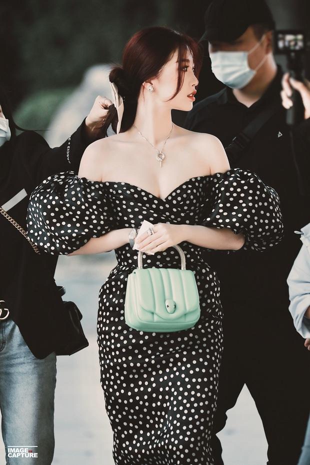 Có ai nhận ra thánh lố cuồng Lisa Ngu Thư Hân năm nào: Khoe ngực căng đầy, vừa đầy khí chất tiểu thư vừa sexy táo bạo - Ảnh 3.