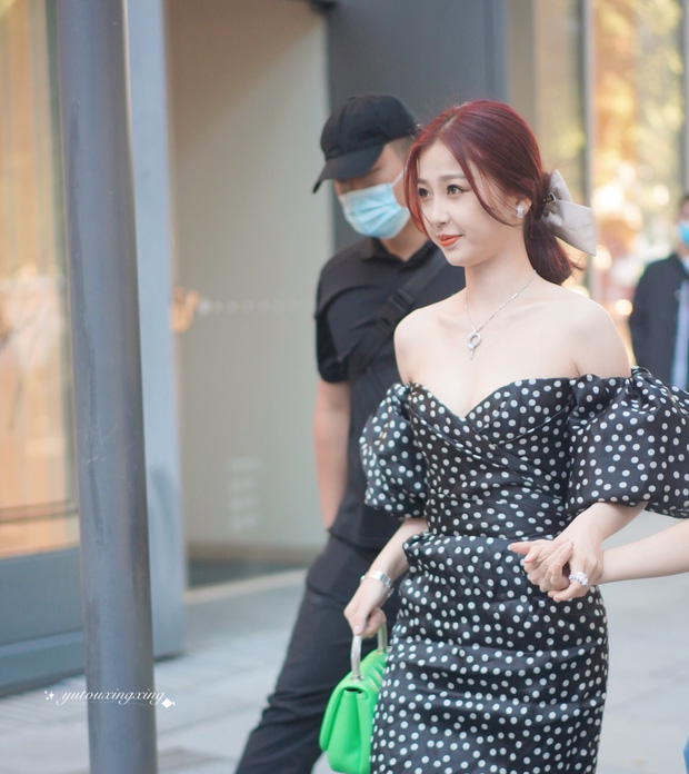 Có ai nhận ra thánh lố cuồng Lisa Ngu Thư Hân năm nào: Khoe ngực căng đầy, vừa đầy khí chất tiểu thư vừa sexy táo bạo - Ảnh 9.