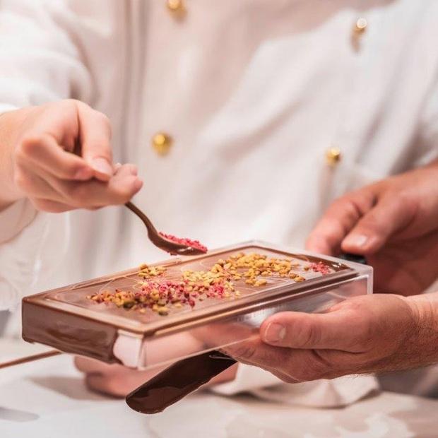 Choáng ngợp trước bảo tàng chocolate lớn nhất thế giới, nơi có đài phun chocolate siêu to khổng lồ khiến hội hảo ngọt thích mê - Ảnh 6.
