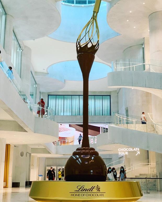 Choáng ngợp trước bảo tàng chocolate lớn nhất thế giới, nơi có đài phun chocolate siêu to khổng lồ khiến hội hảo ngọt thích mê - Ảnh 2.
