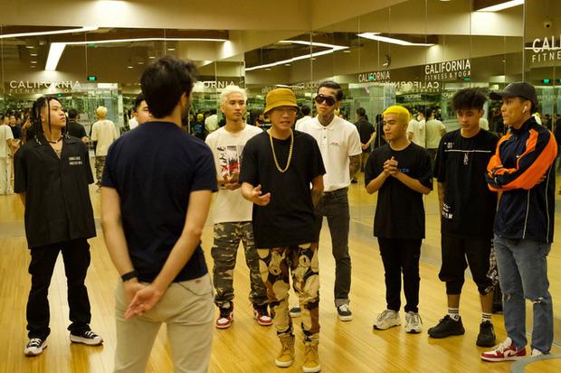 Wowy chia sẻ khoảnh khắc cả team tập luyện cho vòng 2 Rap Việt, không quên cảm ơn cả... loa kẹo kéo của JBee7 lẫn xe hơi của B:OKEH - Ảnh 8.
