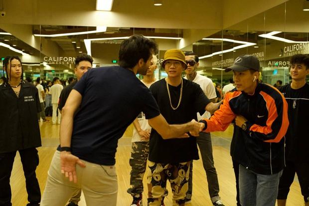 Wowy chia sẻ khoảnh khắc cả team tập luyện cho vòng 2 Rap Việt, không quên cảm ơn cả... loa kẹo kéo của JBee7 lẫn xe hơi của B:OKEH - Ảnh 7.