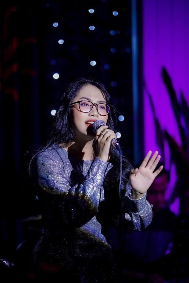 Phương Mỹ Chi hát dân ca ngọt lịm như nuốt đĩa, Chi Pu không liên quan mà cũng bị dân mạng réo tên chỉ trích - Ảnh 2.