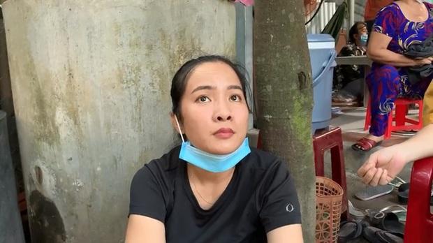 Ập vào sòng bạc khủng ở vùng ven Sài Gòn, nhiều quý bà trong đó có cả cụ bà tóc bạc trắng tìm cách bỏ chạy tán loạn - Ảnh 1.