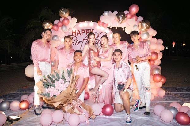 Ngọc Trinh tung loạt ảnh căng đét trong tiệc sinh nhật: Nguyên team đi ra hết để nữ hoàng nội y chiếm trọn spotlight! - Ảnh 7.