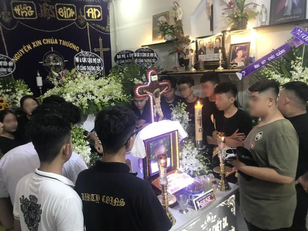 """Nam sinh 17 tuổi ở Sài Gòn bị đâm tử vong trong lúc uống trà sữa: """"Cháu nói đi học thêm nhưng không về nữa"""" - Ảnh 5."""