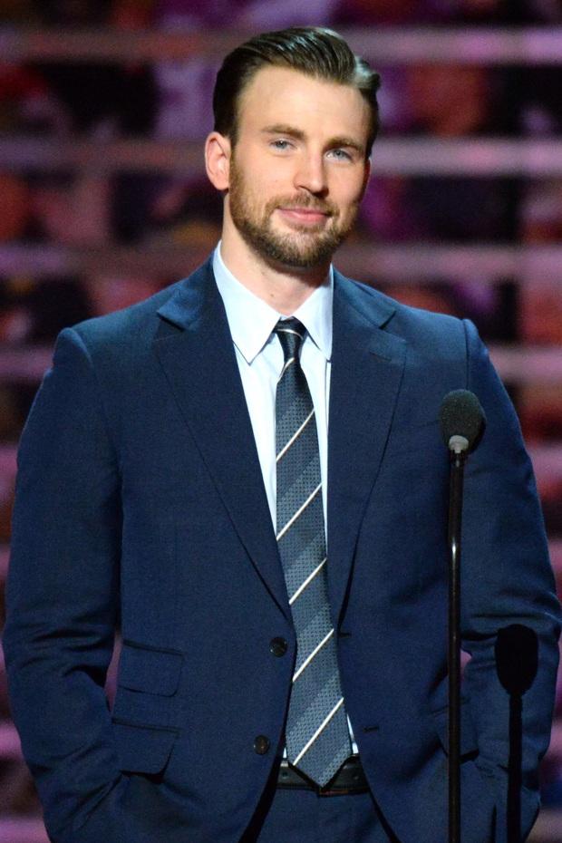 Captain America Chris Evans giả ngơ khi được hỏi về sự cố lộ ảnh nhạy cảm trên sóng truyền hình - Ảnh 6.