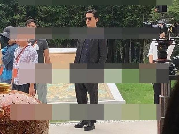"""Bà mẹ U40 Đường Yên comeback với màn """"cưa sừng làm nghé"""" siêu lố ở phim của Hồ Ca - Ảnh 2."""