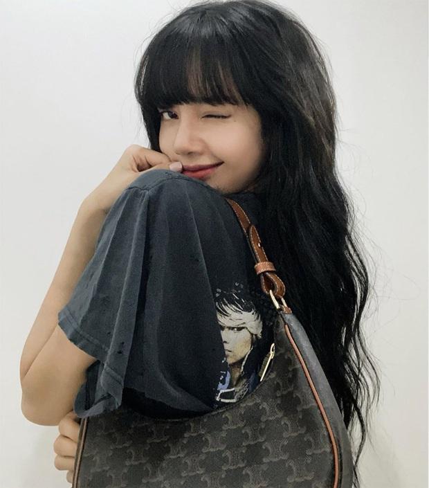 Lisa được đeo túi mới của Celine trước cả thế giới tận 9 tháng, đến Vogue Anh cũng phải chú ý - Ảnh 1.