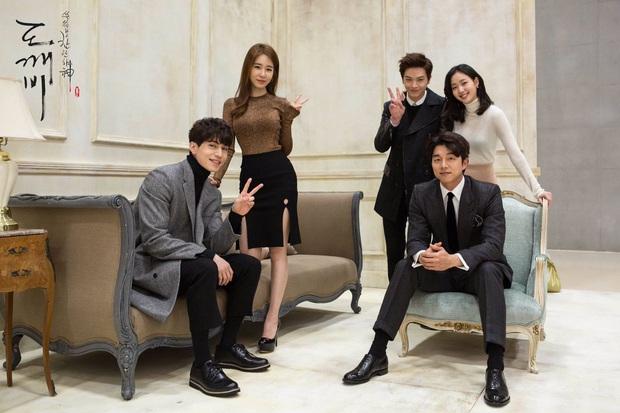 Knet phát sốt vì clip nam idol Kpop trong quân ngũ, hoá ra nam thần chực chờ chiếm spotlight của Gong Yoo - Lee Dong Wook năm nào - Ảnh 9.