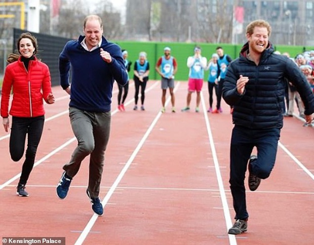 Harry lặng lẽ đón sinh nhật tuổi 36 nhưng tâm điểm chú ý lại nằm ở động thái của Hoàng gia Anh vì sự trùng hợp đến ngỡ ngàng - Ảnh 2.