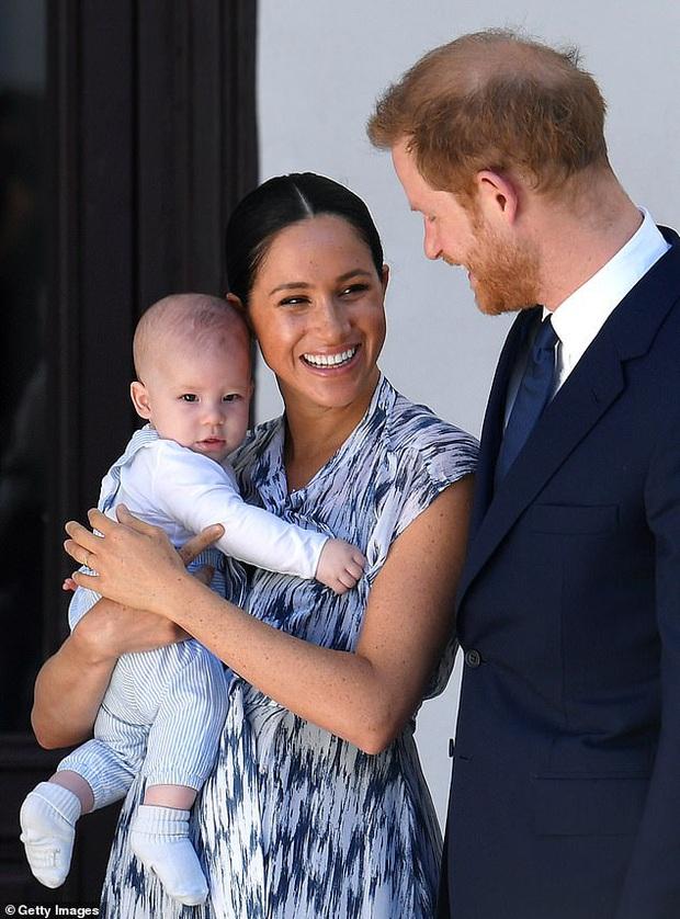 Harry lặng lẽ đón sinh nhật tuổi 36 nhưng tâm điểm chú ý lại nằm ở động thái của Hoàng gia Anh vì sự trùng hợp đến ngỡ ngàng - Ảnh 5.
