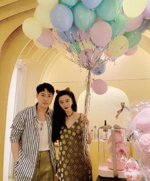 Sau nghi vấn tỏ tình Lý Thần, Phạm Băng Băng rạng rỡ đón sinh nhật, mặc váy rộng cố ý che vòng 2 làm rộ nghi vấn bầu bí - Ảnh 3.