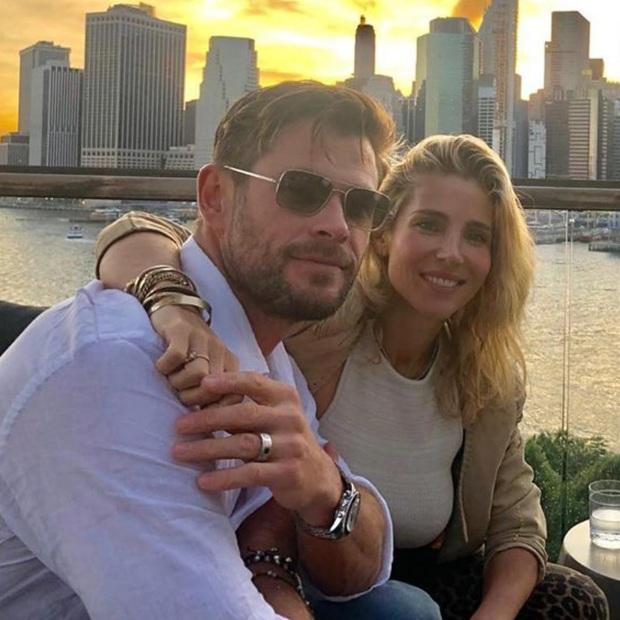 Rộ tin vợ Thor Chris Hemsworth lo sợ chồng ngoại tình với Natalie Portman vì nụ hôn, còn gọi đến nhà dằn mặt - Ảnh 2.