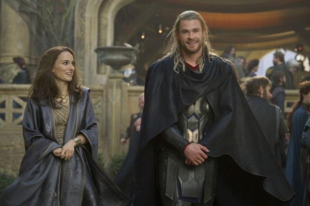 Rộ tin vợ Thor Chris Hemsworth lo sợ chồng ngoại tình với Natalie Portman vì nụ hôn, còn gọi đến nhà dằn mặt - Ảnh 4.