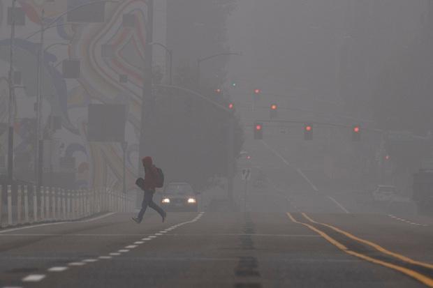Cháy rừng tại Mỹ, khói lan sang cả bầu trời châu Âu - Ảnh 1.