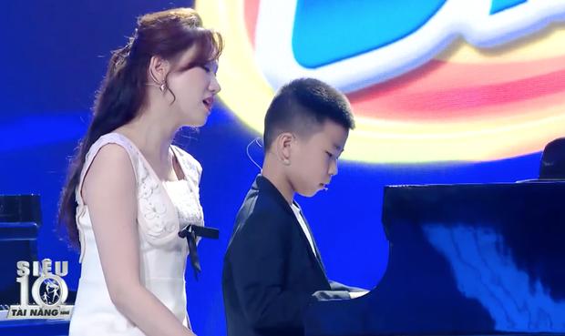 Trấn Thành quắn quéo khi nghe Hari Won live Anh Cứ Đi Đi quá xuất sắc bên thần đồng piano 7 tuổi - Ảnh 6.