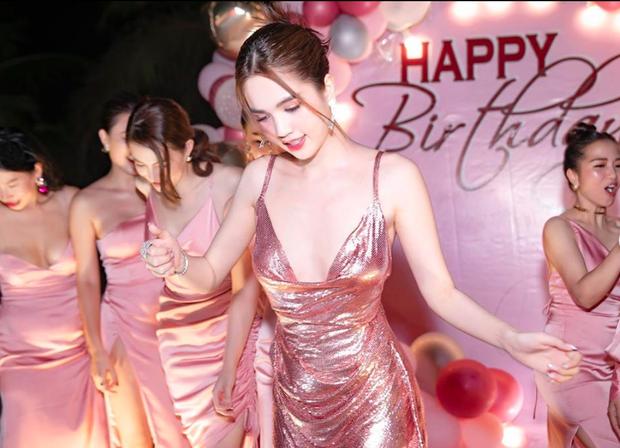 Ngọc Trinh tung loạt ảnh căng đét trong tiệc sinh nhật: Nguyên team đi ra hết để nữ hoàng nội y chiếm trọn spotlight! - Ảnh 3.
