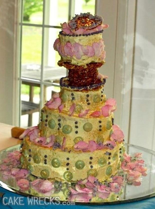 Những chiếc bánh cưới hắc ám khiến cô dâu, chú rể chán không buồn về chung một nhà nữa - Ảnh 4.