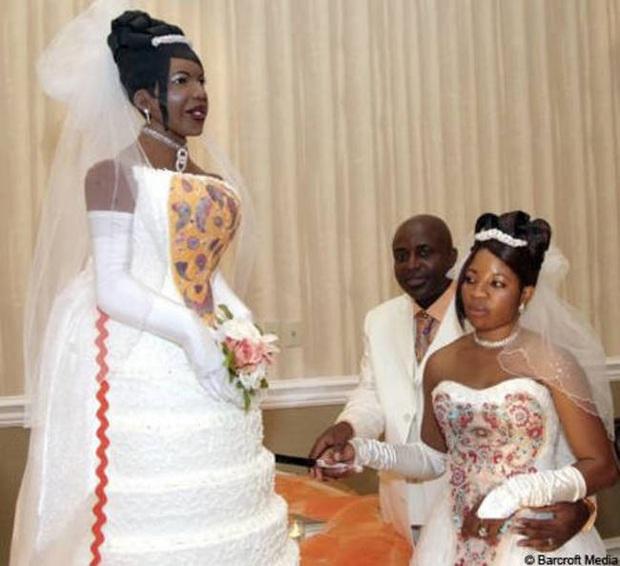 Những chiếc bánh cưới hắc ám khiến cô dâu, chú rể chán không buồn về chung một nhà nữa - Ảnh 10.