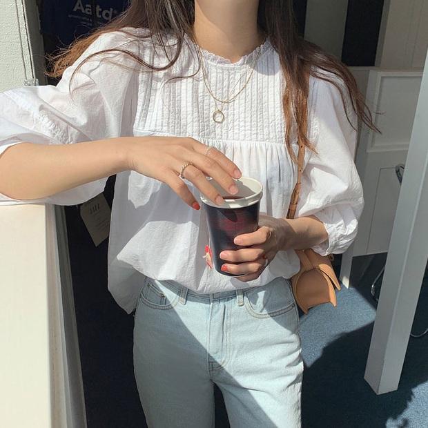 Mùa Thu đến là nhất định phải sắm áo blouse dài tay, nàng nào diện lên cũng xinh bá cháy - Ảnh 1.