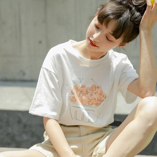 Lười mix đồ đến đâu thì bạn cũng mặc đẹp với áo phông tay lỡ, ăn diện đơn giản mà trông vẫn cá tính ra trò - Ảnh 1.