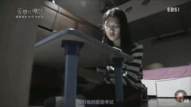 Cuộc chiến thi đại học Hàn Quốc: Học 16 tiếng/ngày, nhốt mình trong phòng biệt giam trắng, ám ảnh đến mức cần thôi miên để trấn tĩnh - Ảnh 4.