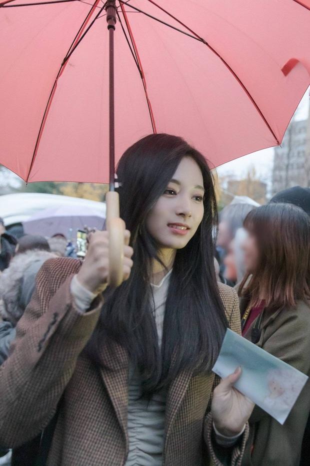 Dân tình phát cuồng vì bộ ảnh team qua đường bóc nhan sắc thật của nữ thần Kpop được tôn lên hàng đẹp nhất thế giới - Ảnh 12.