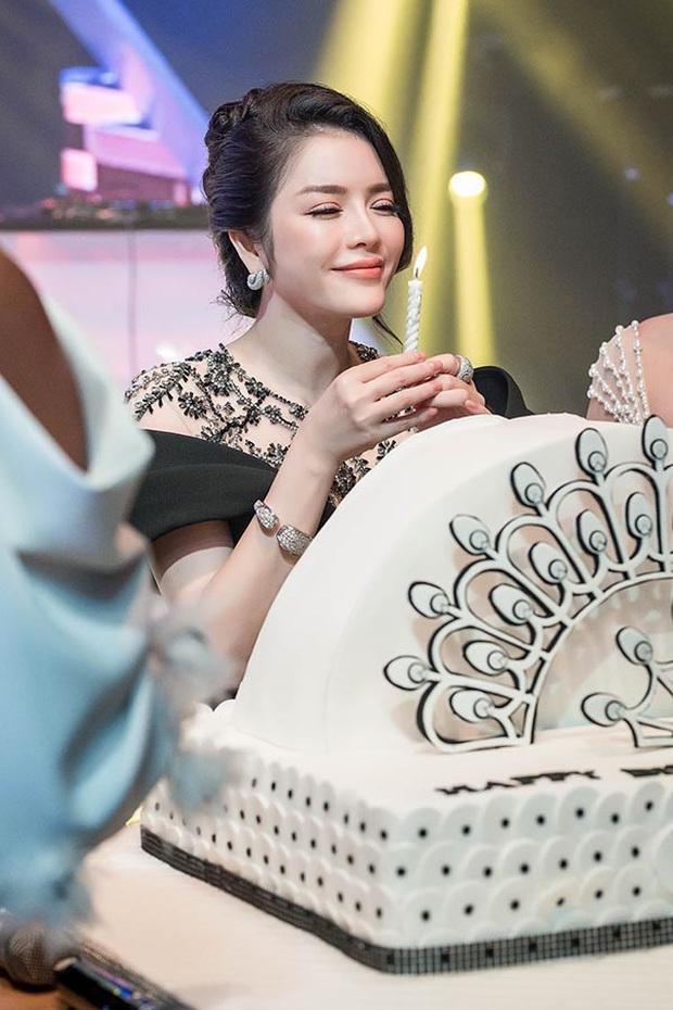 Sao Việt mở tiệc sinh nhật xa hoa nhất Vbiz: Hà Hồ - Lý Nhã Kỳ như tổ chức lễ trao giải, Ngọc Trinh khiến dân tình xịt máu mũi - Ảnh 8.