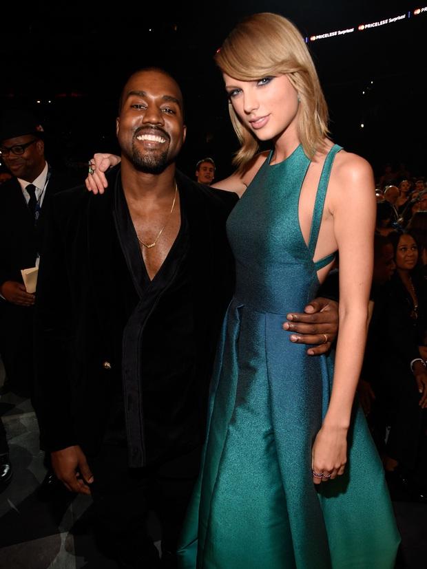 Không chỉ đi tiểu lên cúp Grammy, Kanye West còn ăn vạ cầu cứu Taylor Swift và loạt nghệ sĩ vì mất bản quyền vào tay công ty cũ - Ảnh 1.