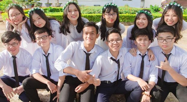 Nam sinh Đắk Lắk trở thành Thủ khoa toàn quốc khối A1: Hai điểm 10 Toán và Tiếng Anh, cao 1m84, muốn vào ĐH Ngoại thương - Ảnh 1.