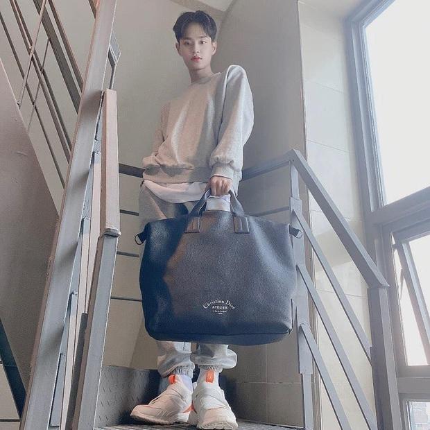 Fan mừng húm vì mỹ nam Hàn Dae Hwi đi giày made in Vietnam, giờ muốn đu theo idol dễ như trở bàn tay - Ảnh 2.