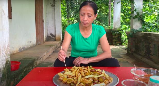 """Gần 1 tháng bị chỉ trích vì """"đạo nhái"""" bà Tân, bà Lý Vlog bị tố thêm loạt """"phốt"""": Làm video không trung thực, lãng phí thức ăn - Ảnh 8."""