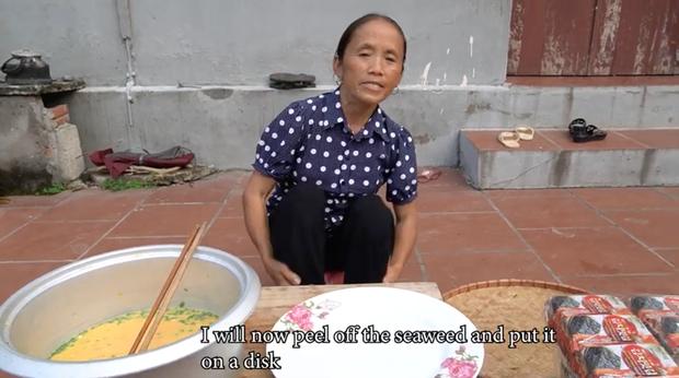 """Mẹ con Bà Tân Vlog đều có động thái khác lạ sau vụ lùm xùm nấu cháo gà nguyên lông và bị Bà Lý Vlog """"cà khịa"""" - Ảnh 1."""