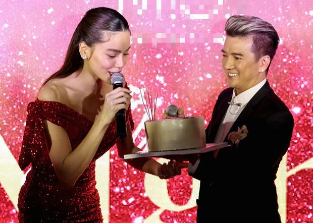 Sao Việt mở tiệc sinh nhật xa hoa nhất Vbiz: Hà Hồ - Lý Nhã Kỳ như tổ chức lễ trao giải, Ngọc Trinh khiến dân tình xịt máu mũi - Ảnh 14.