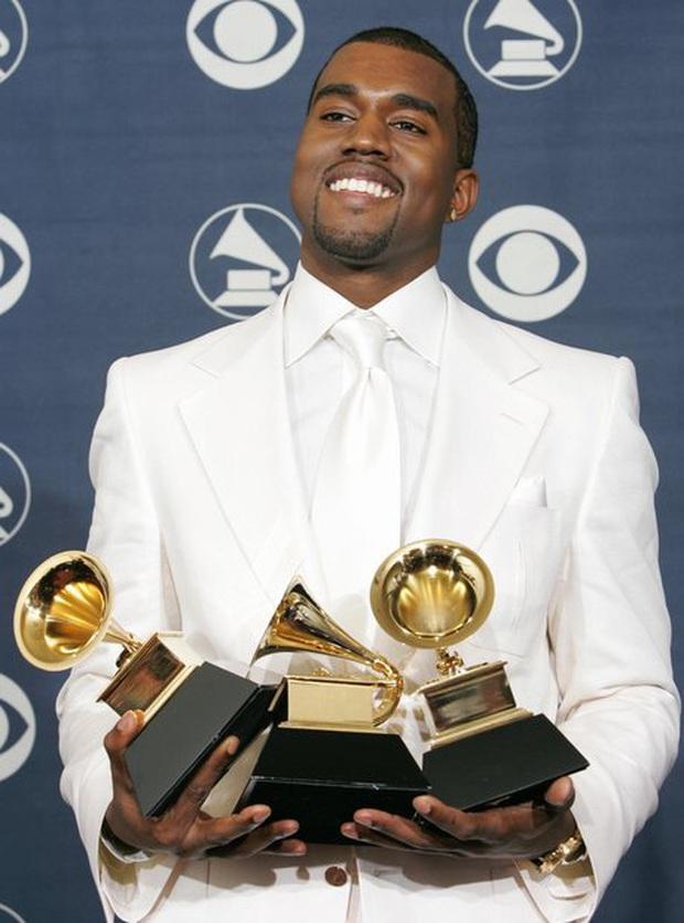 Đi tiểu lên cúp Grammy, ăn vạ các nghệ sĩ khác và khủng bố Twitter: Kanye West đang tự giết chết sự nghiệp âm nhạc của mình? - Ảnh 5.