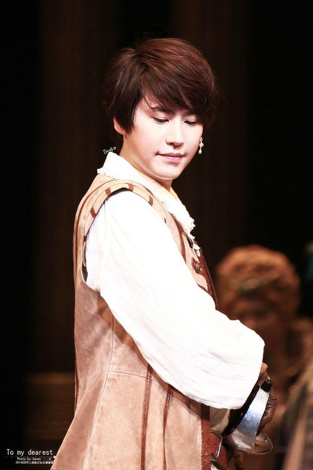 Hội em út kiêm main vocal của Kpop: Jungkook cân team từ năm 16 tuổi, Seung Yoon (WINNER) gây choáng vì đã hát chính còn làm thủ lĩnh - Ảnh 7.