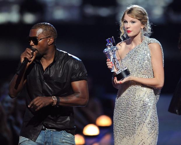 SỐC: Kanye West điên cuồng đăng clip đi tiểu lên cúp Grammy kèm 168 bài đăng khủng bố Twitter suốt 5 tiếng rạng sáng nay - Ảnh 6.
